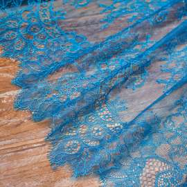 DELICATE TRIM LACE PEACOCK